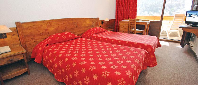 france_serre-chevalier_hotel-plein-sud_twin-bedroom.jpg